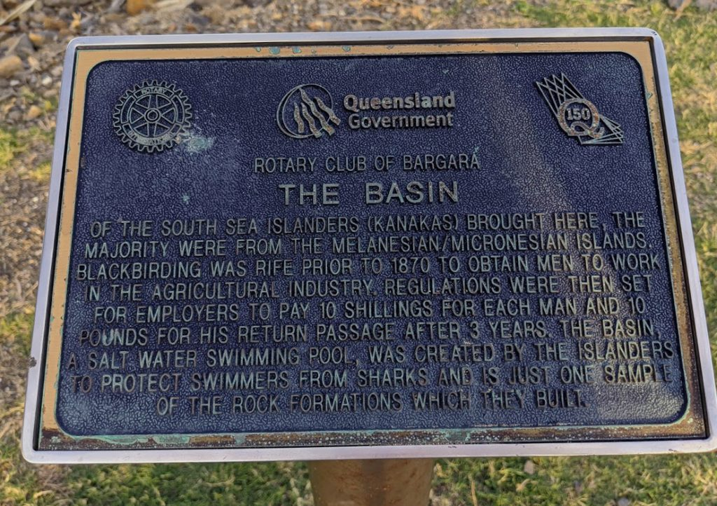 Plaque with inscriptions explaining the history of the kanakas in Bundaberg